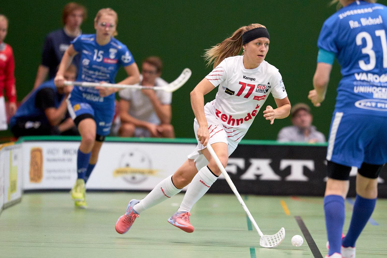 Pavlína Vacínová setzt sich hier im Spiel gegen Zug durch (Bild: Michael Peter)